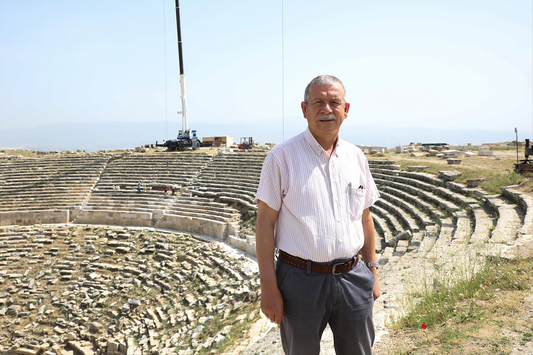 """Prof. Dr. Şimşek: """"Helenistik Tiyatro, Çok Büyük Ölçüde Orjinalliği Korunarak Ayağa Kaldırılacak"""""""