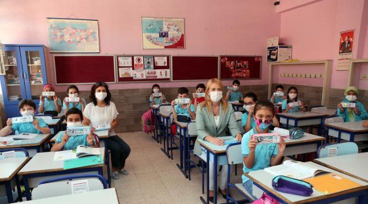 18 Bin İlkokul Öğrencisine Hediye