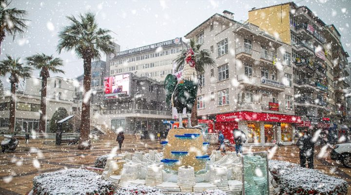 Büyükşehir'den kar mesaisi