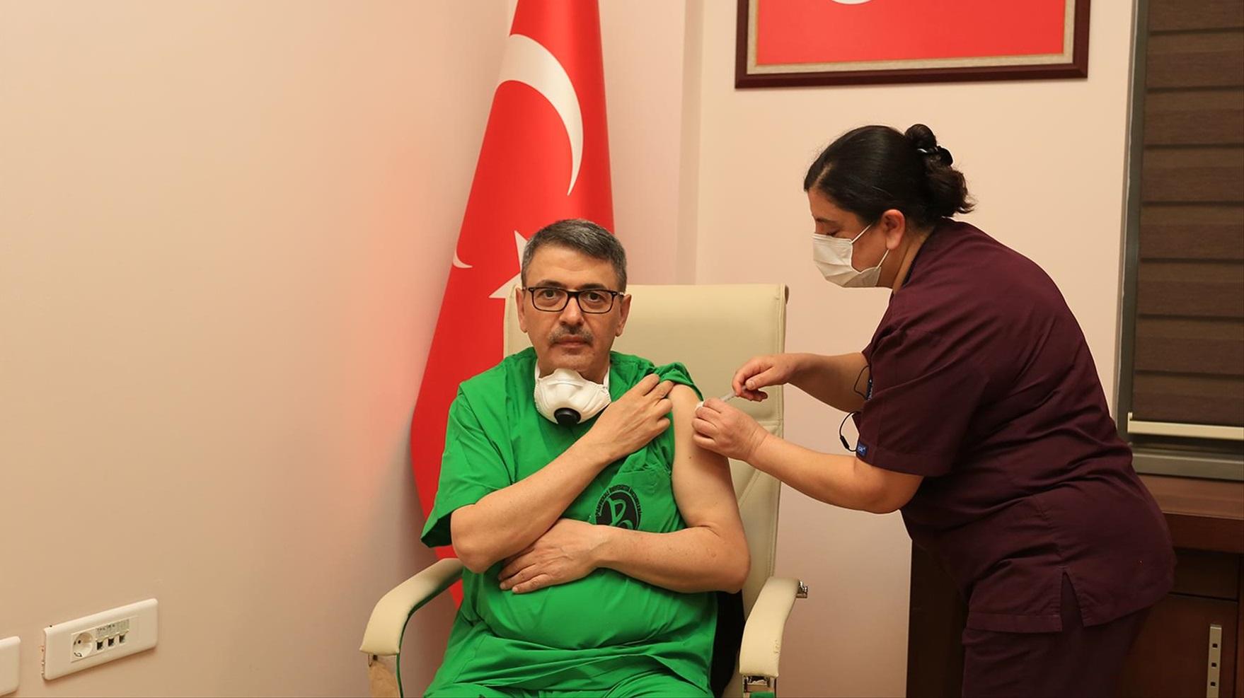 PAÜ Hastanelerinde İlk Aşıyı Rektör Kutluhan Oldu