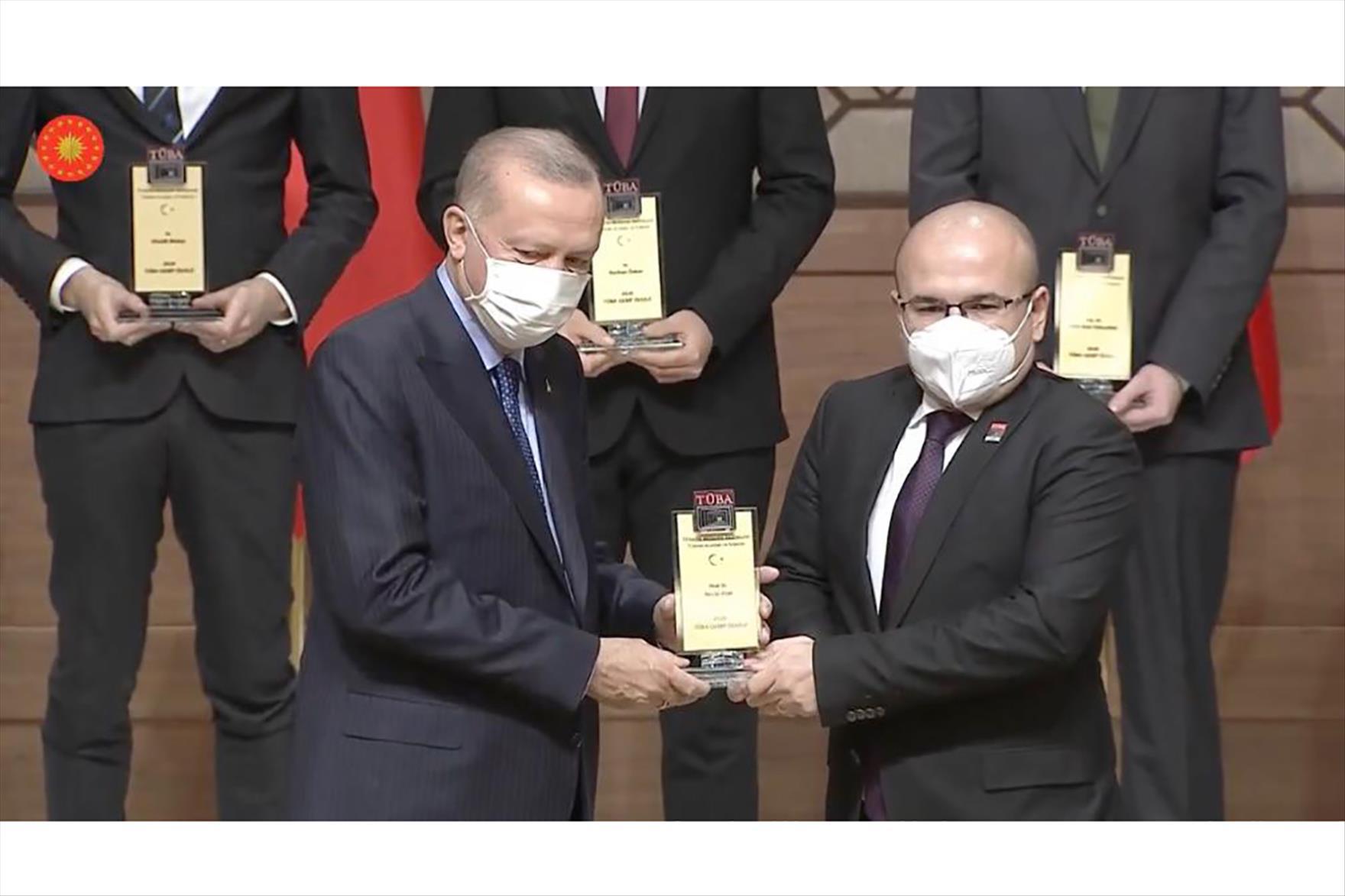 Prof. Dr. Atar Ödülünü Cumhurbaşkanı Erdoğan'ın Elinden Aldı