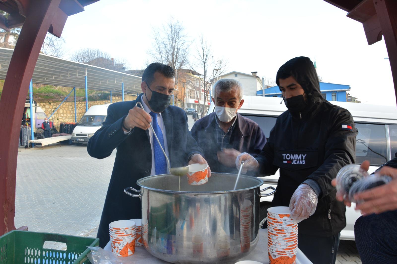 Babadağ'daki pazarcılar güne sıcak çorbayla başladı