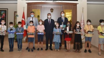 Türkiye Okullar Arası Zeka Oyunları Şampiyonası'nda Çifte Sevinç