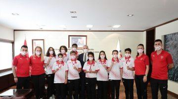 Şampiyonlardan Başkan Zolan'a ziyaret